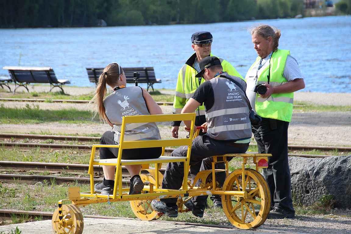 Resiinalla kohti postivaunua. copyright Hanna Hauvala, JAMK
