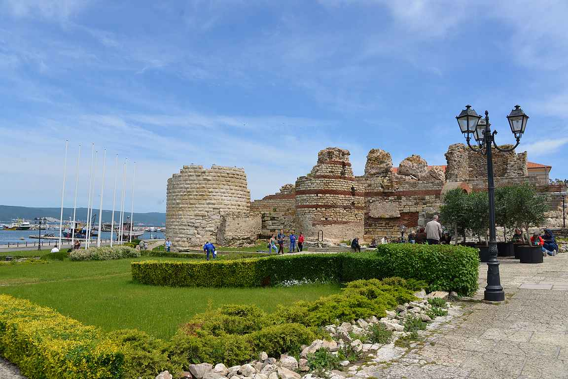 Nessebarin linnoituksen rauniot.