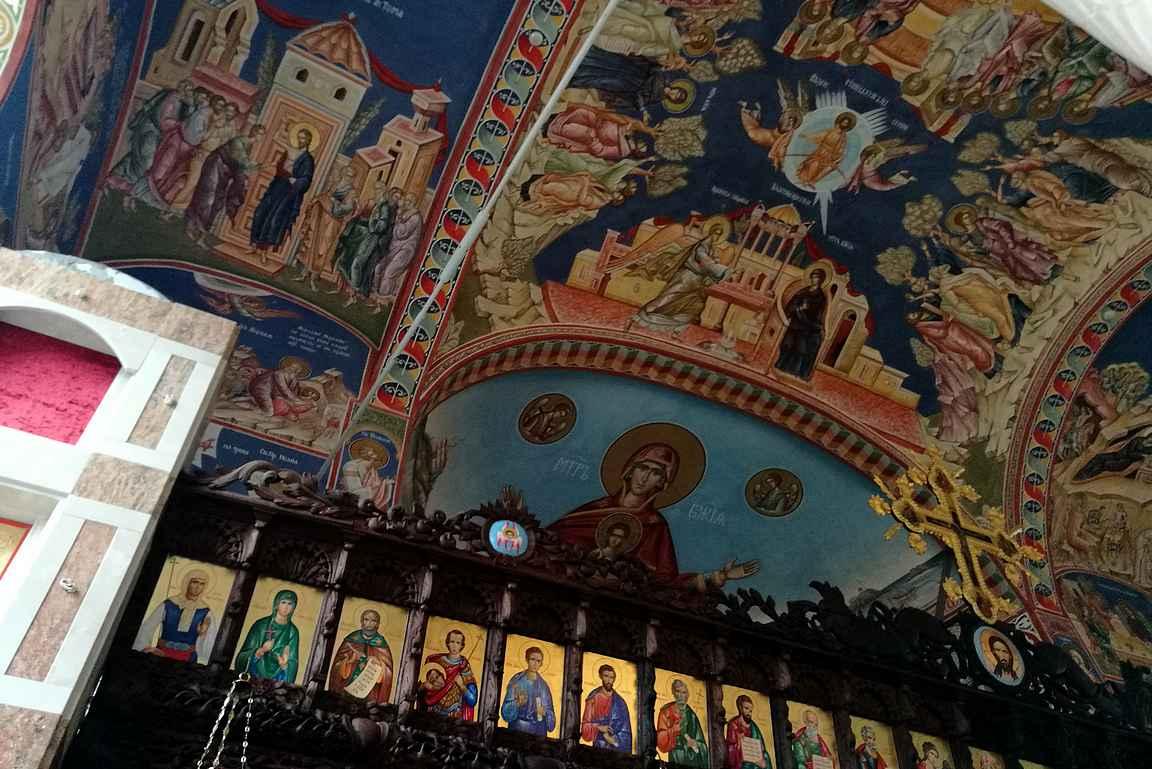 Niin Sozopolissa kuin muuallakin aurinkorannikolla ortodoksikirkot ovat upeita nähtävyyksiä niin sisältä kuin ulkoakin.