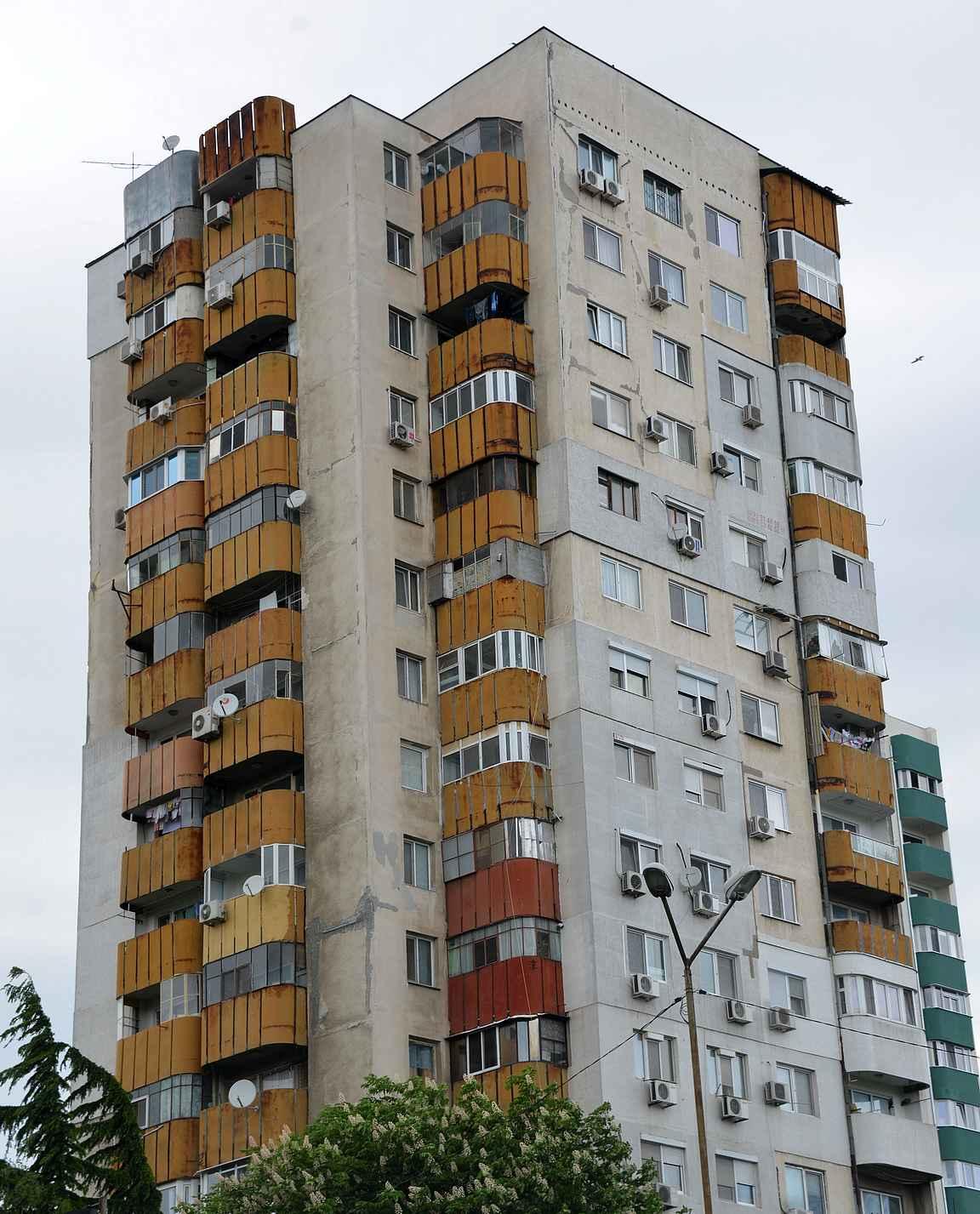 Burgasin isot kerrostalot ovat omanlaisensa nähtävyys.