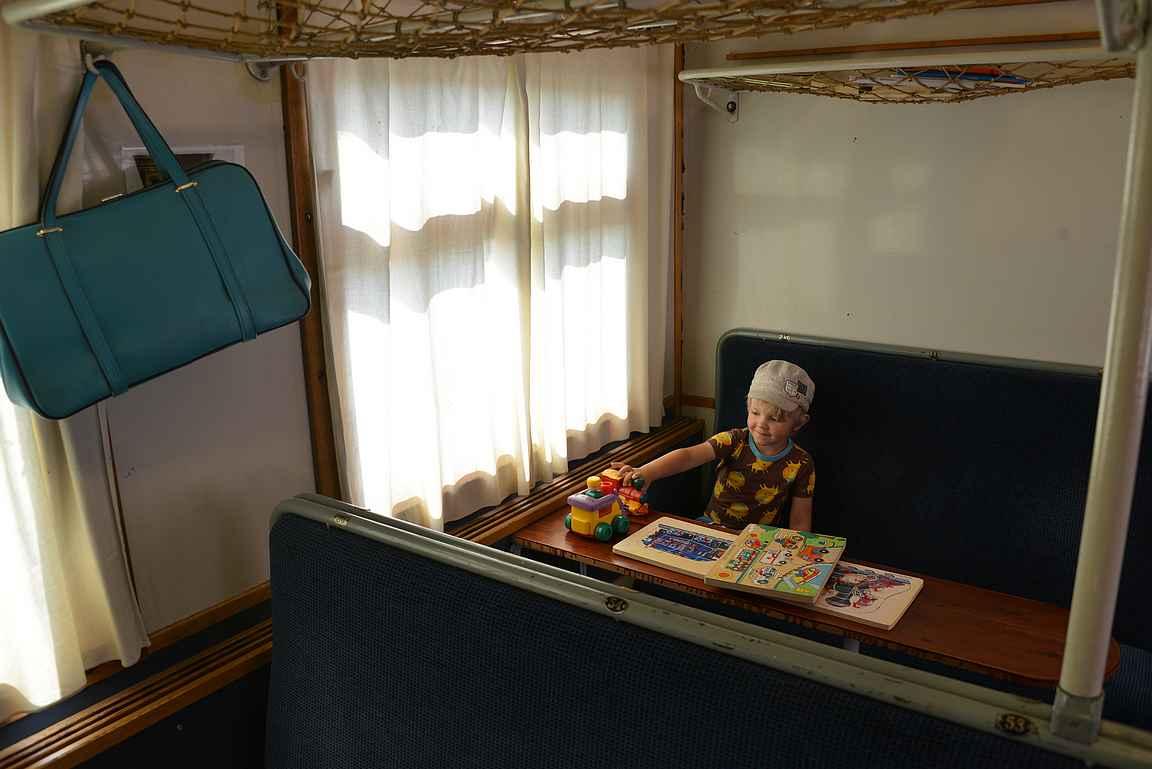 Ennen vanhaan on leikitty omilla pöytäpaikoilla.