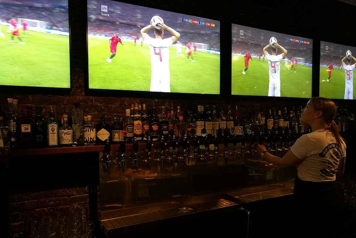 Intro Social - jalkapallon MM-kisat televisiosta ja parikymmentä laadukasta hanaolutta - penkkiurheilijan taivas!