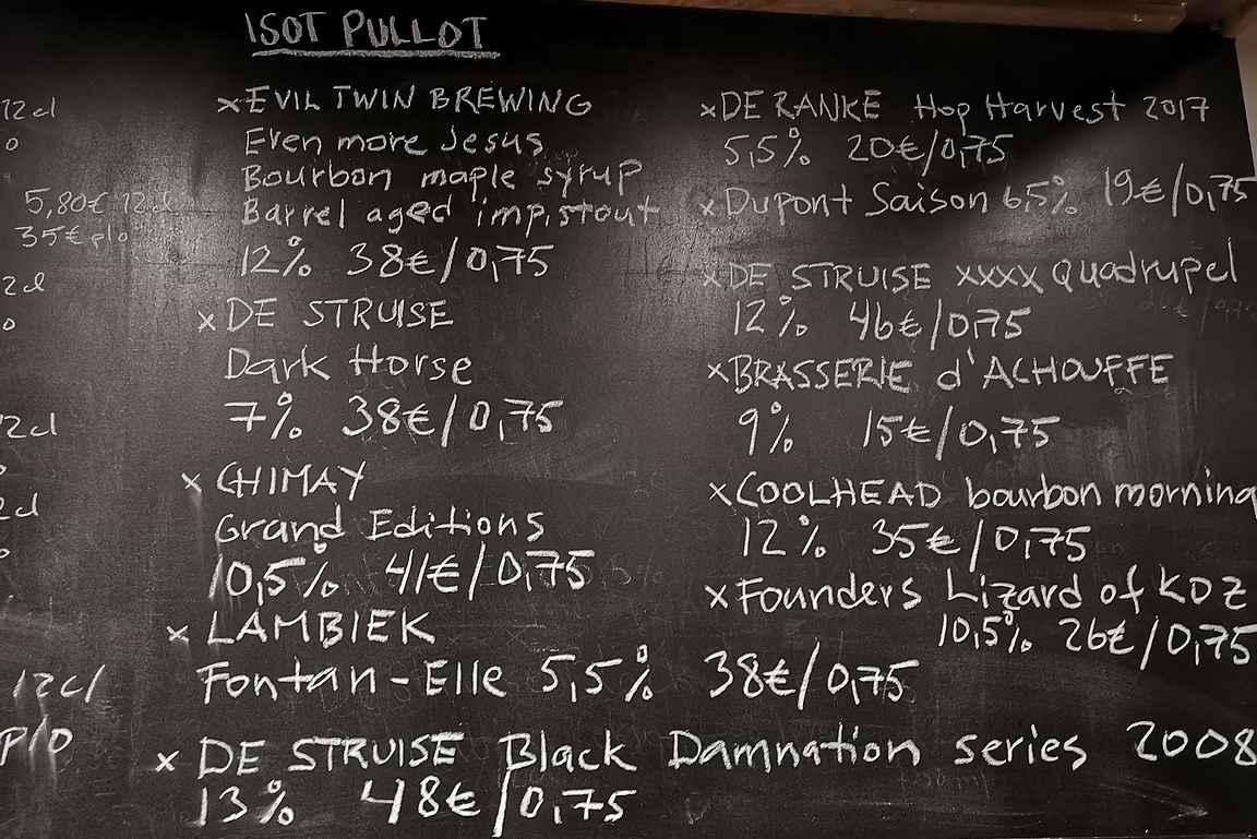 Isojen pullojen lista kertoo jo oleellisen Oluthuone Leskisen laadusta oluthisptereille.