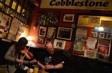 Cobblestone on irkkumusiikin ystävän valinta iltaoluelle.