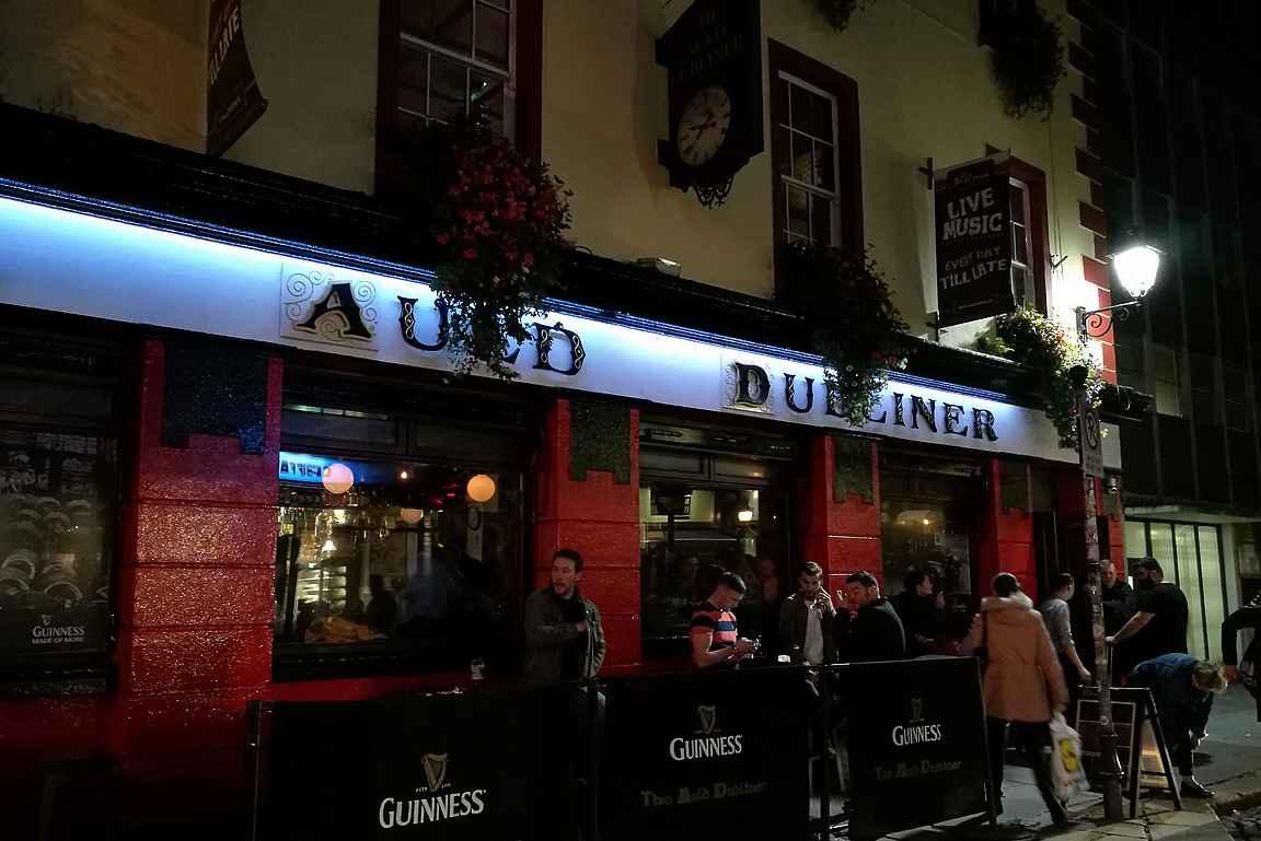 Auld Dubliner on Temple Barin alueen viihtyisämpiä pubeja niin musiikin kuunteluun kuin ruokailuun.