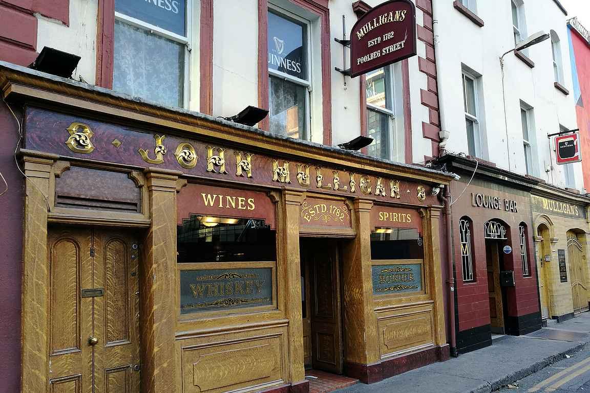 Mulligan's on perinteinen pub, jossa on kunnia-asiana laadukas Guinness.
