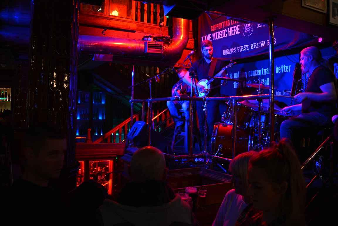 Porterhousen lavalla on soittajat iltaisin.