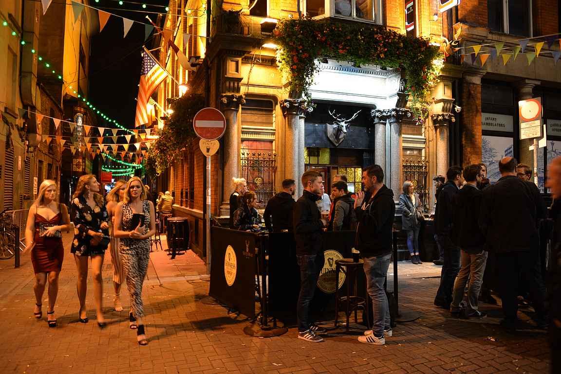 Viikonloppuisin niin Stag's Head kuin muutkin Temple Barin pubit ovat täynnä porukkaa.
