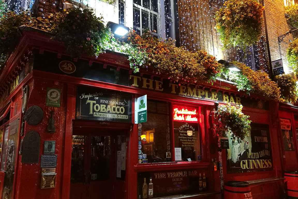 The Temple Bar on maailman kuvatuin pub, mutta ei paras paikka nauttia Guinnessia Dublinissa.