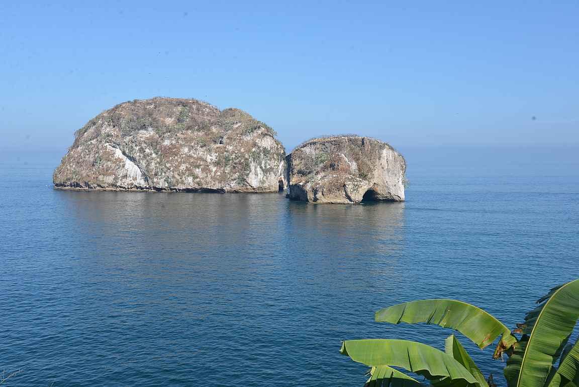 Los Arcosin saaret ovat suosittu snorklaus- ja sukelluskohde Puerto Vallartan veneretkillä.