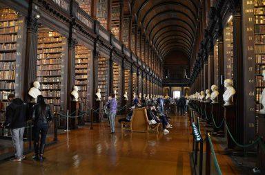Trinity Collegen vanha kirjasto.