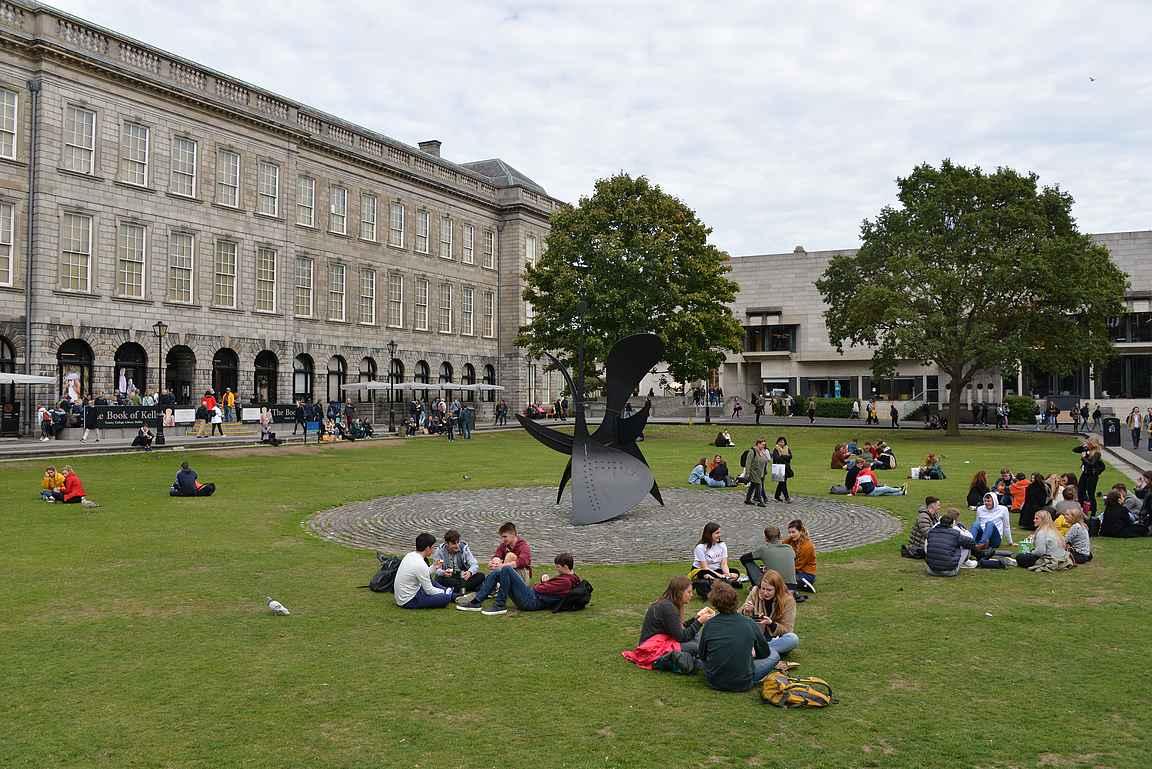 Trinity Collegen viheralueet ovat suosittuja opiskelijoiden keskuudessa.