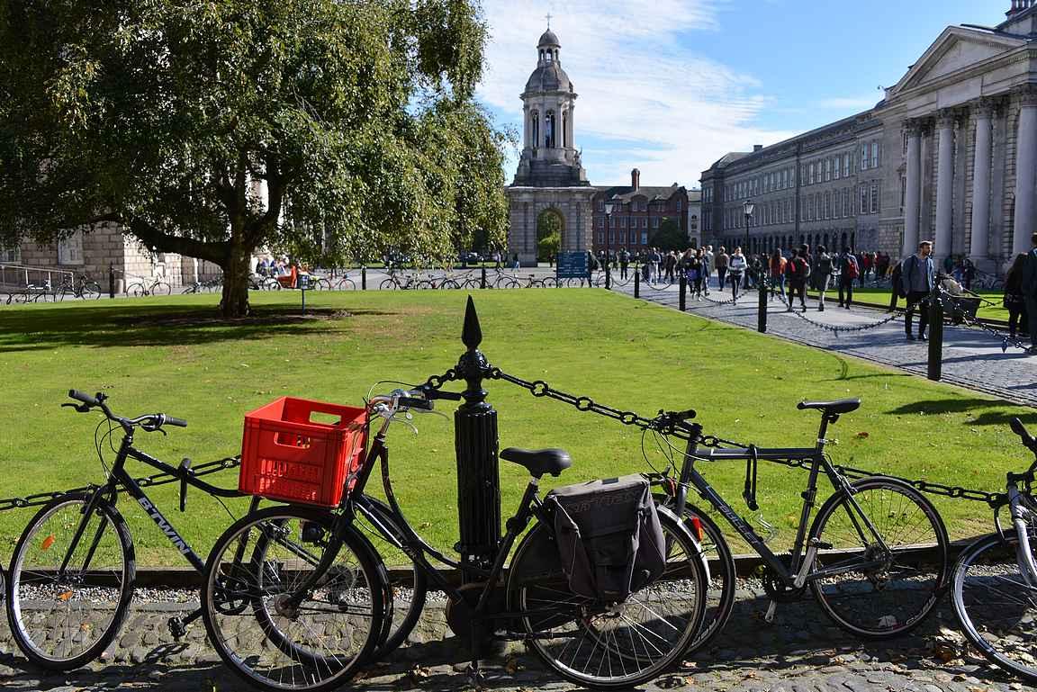 Trinity College on upea arkkitehtuurillinen kokonaisuus kaunine rakennuksineen ja suurine viheralueineen.