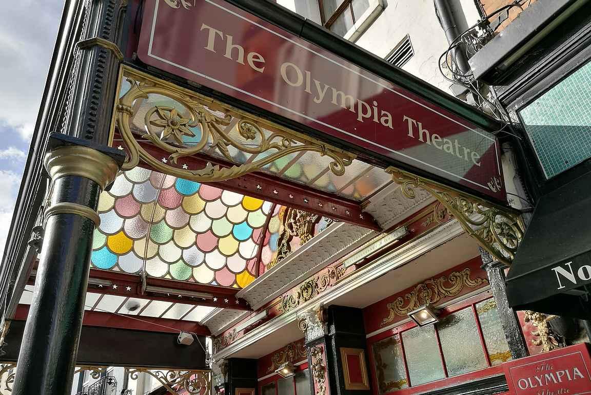 The Olympic Theatre on mukavan värikäs poikkeus Dublinin katukuvassa.