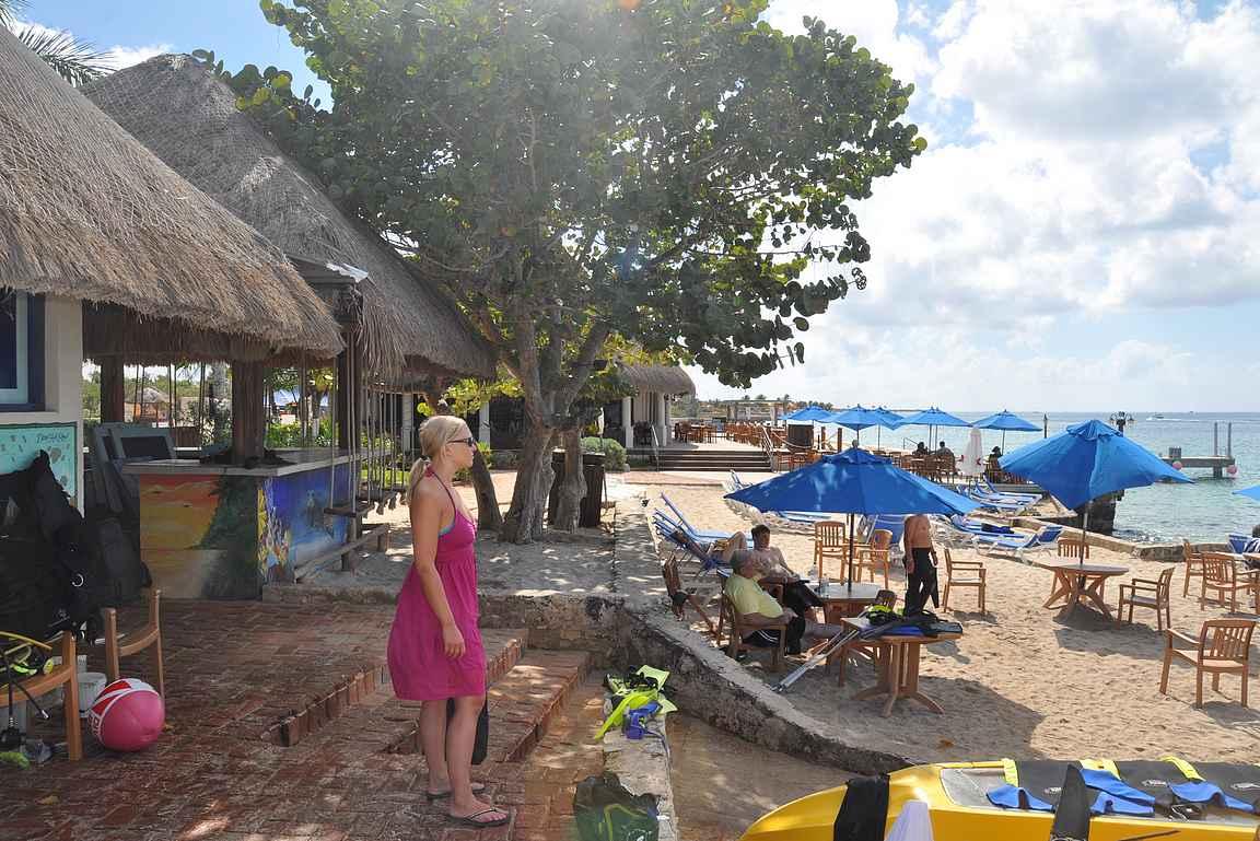 Cozumelilla on monia kivoja rantabaareja snorklausmahdollisuuksineen.