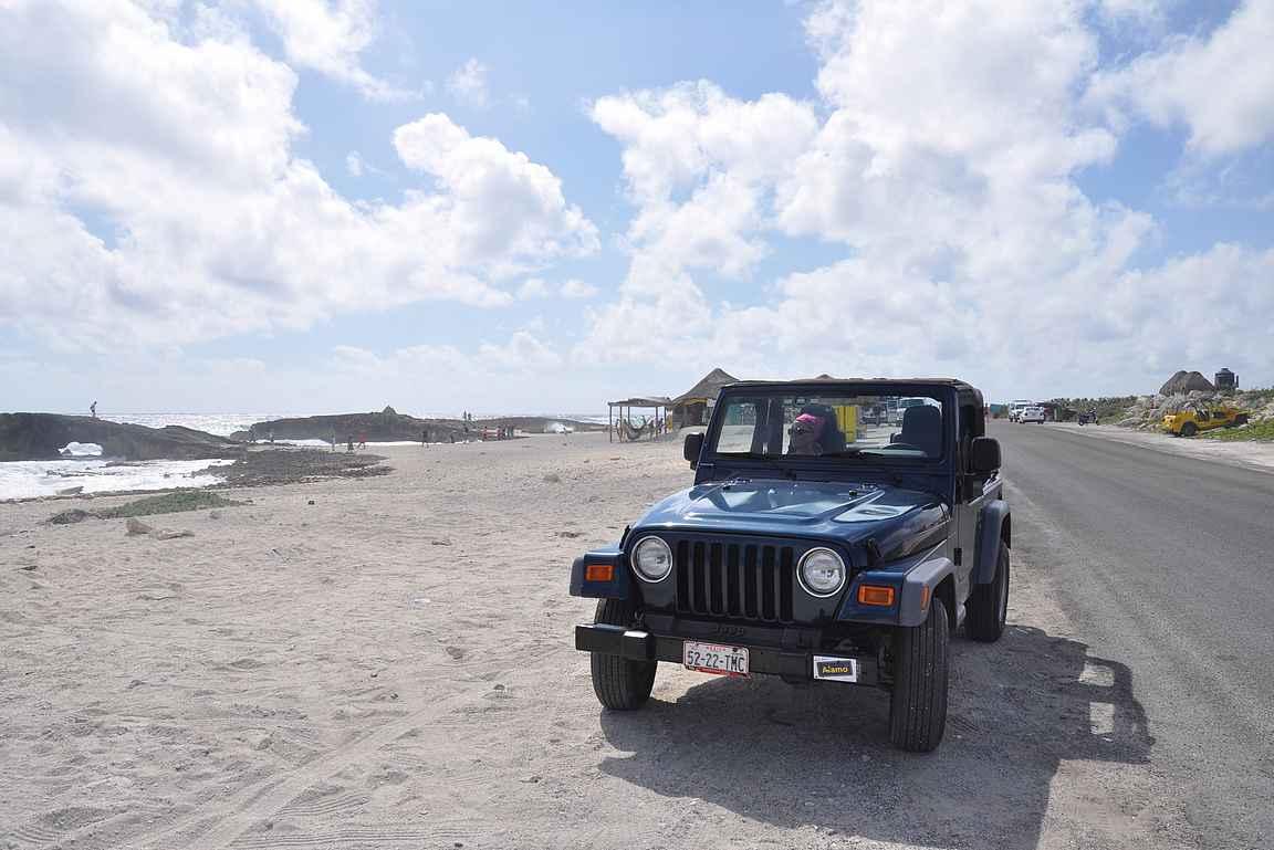 Cozumelin saarikierroksen voi ajella parissa tunnissa vuokra-autolla, pysähtymisineen toki saa kulumaan koko päivänkin.