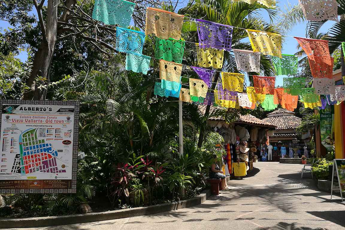 Isla Cuela ja sen värikkäitä kauppapaikkoja.