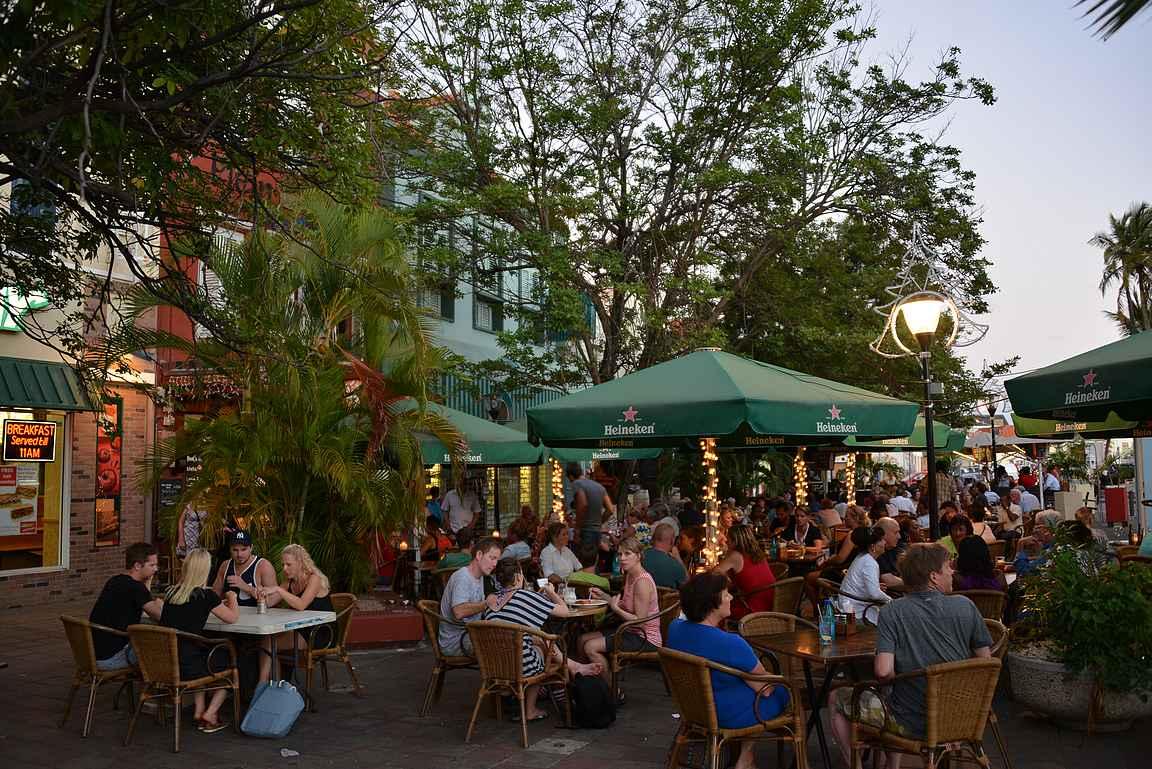 Plein Cafe Wilhelmina on Curacaon ykköspaikka, tuulahdus Amsterdamia keskusaukion laidalla.