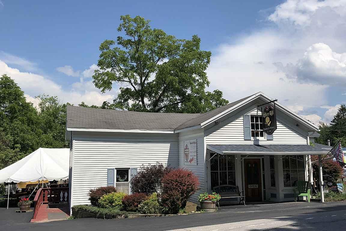 Arbor Hill Winery - lämminhenkinen sisäänkäynti houkuttelee vierailulle.