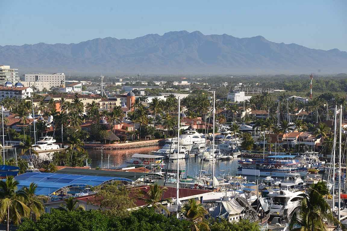 Puerto Vallartan marina on Meksikon suurimpia huvijahtisatamia.