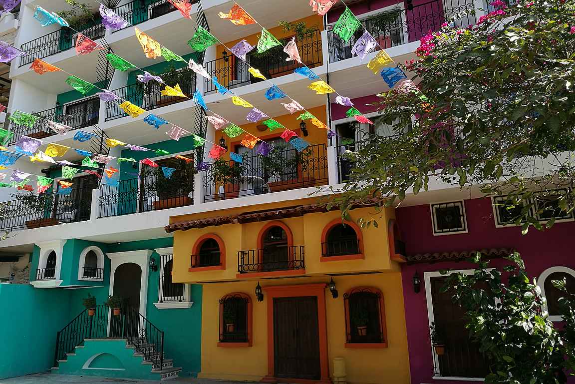 Zona Romantican värikkäitä taloja aivan Malecónin tuntumassa.