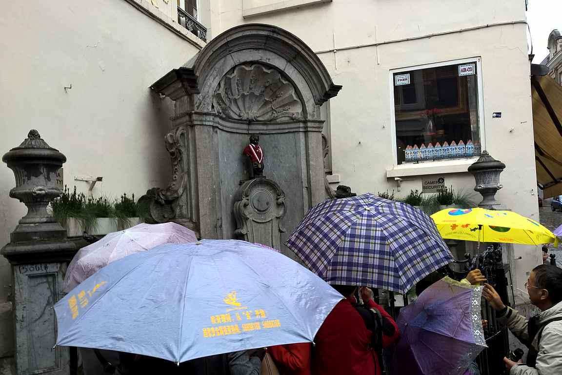 Manneken Pis kerää turistimassoja päivästä toiseen.