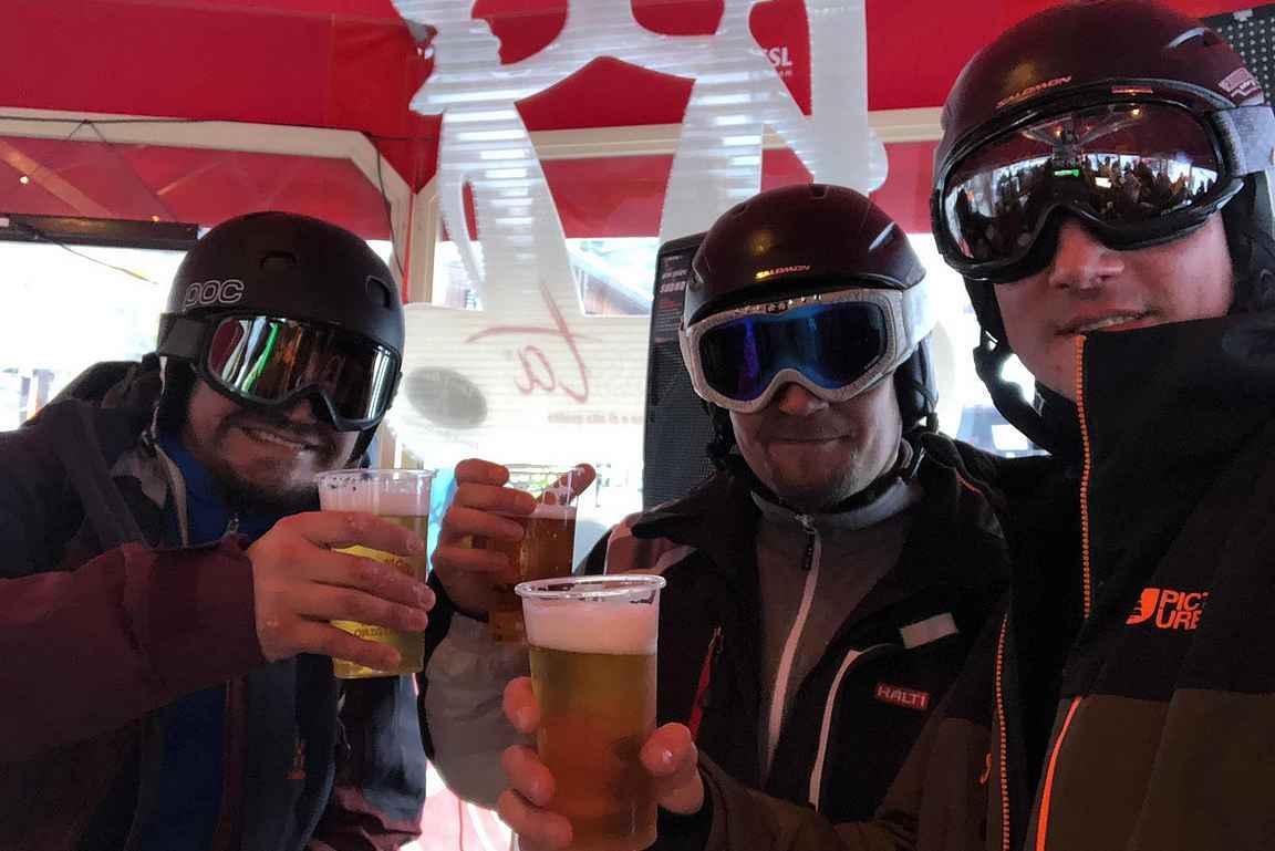 Tarvittaessa kypärää kannattaa pitää päässä jopa Apres-ski:ssä :-D