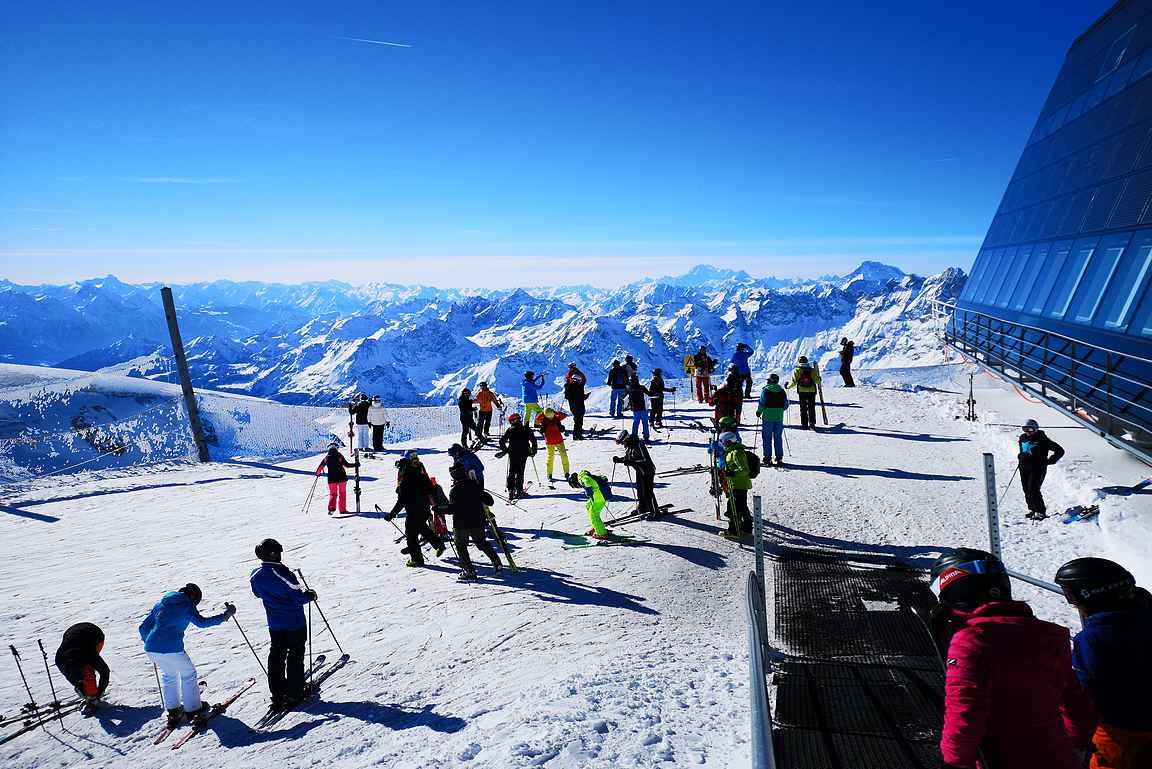 Aurinkoiset Alpit ovat laskettelijan unelma.