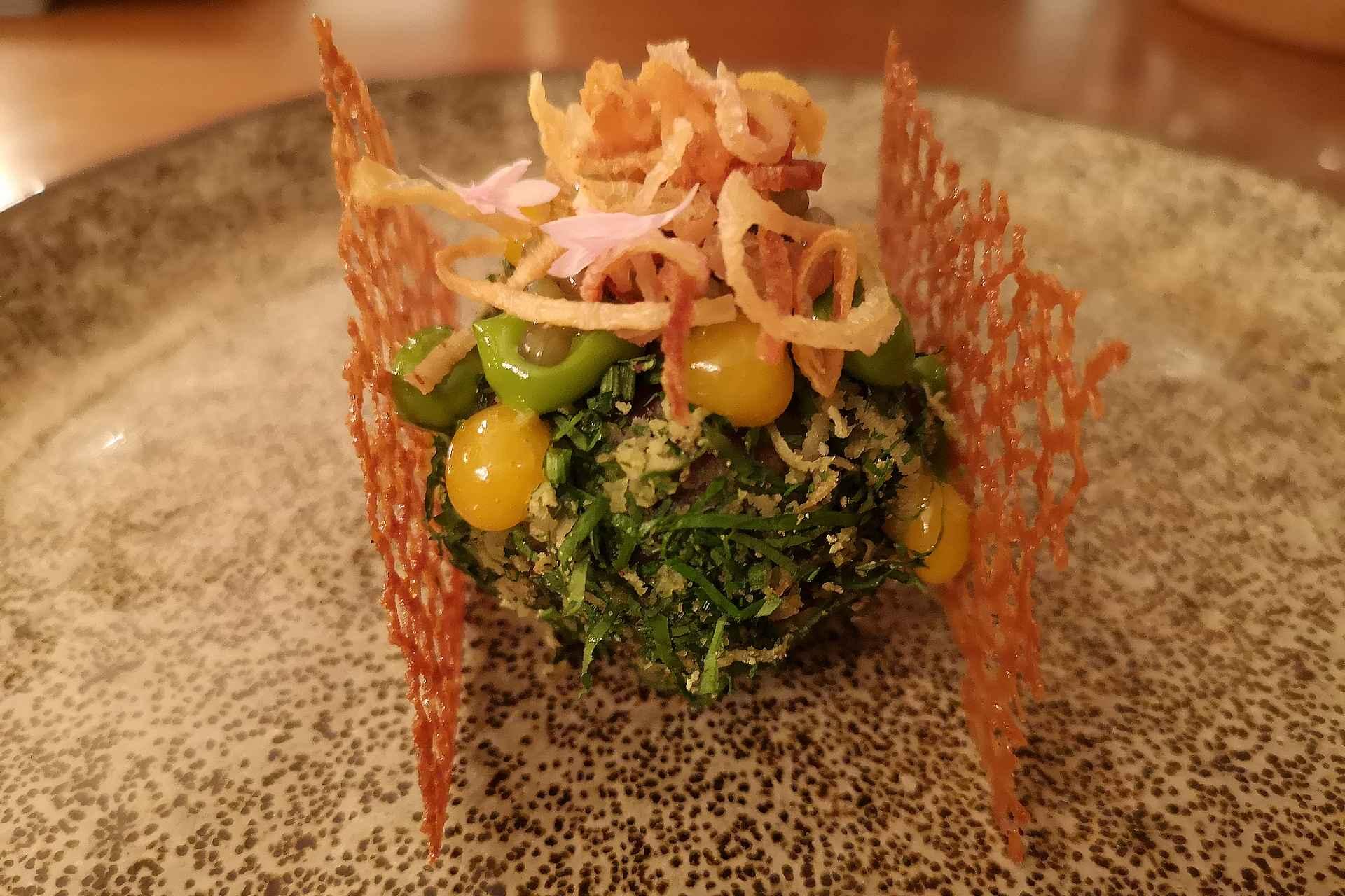 Tartar oli kauneudessaan upea. Ensimmäinen ruoka missä oli hieman jälkipotkua. Nautittiin chiantilaisella Rocca delle Macie kevyellä punaviinillä, joka räjäytti tajunnan.