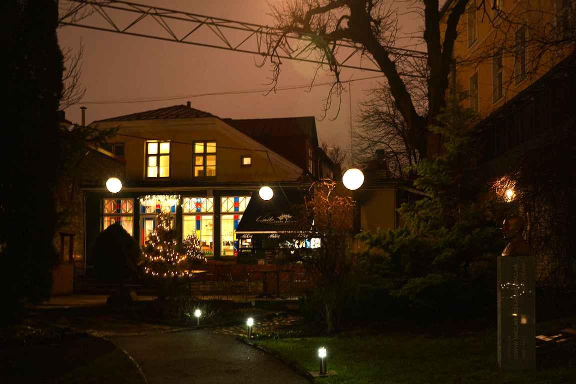 Leib Restoran sijaitsee rauhallisessa sisäpihalla Tallinnan vanhassa kaupungissa.