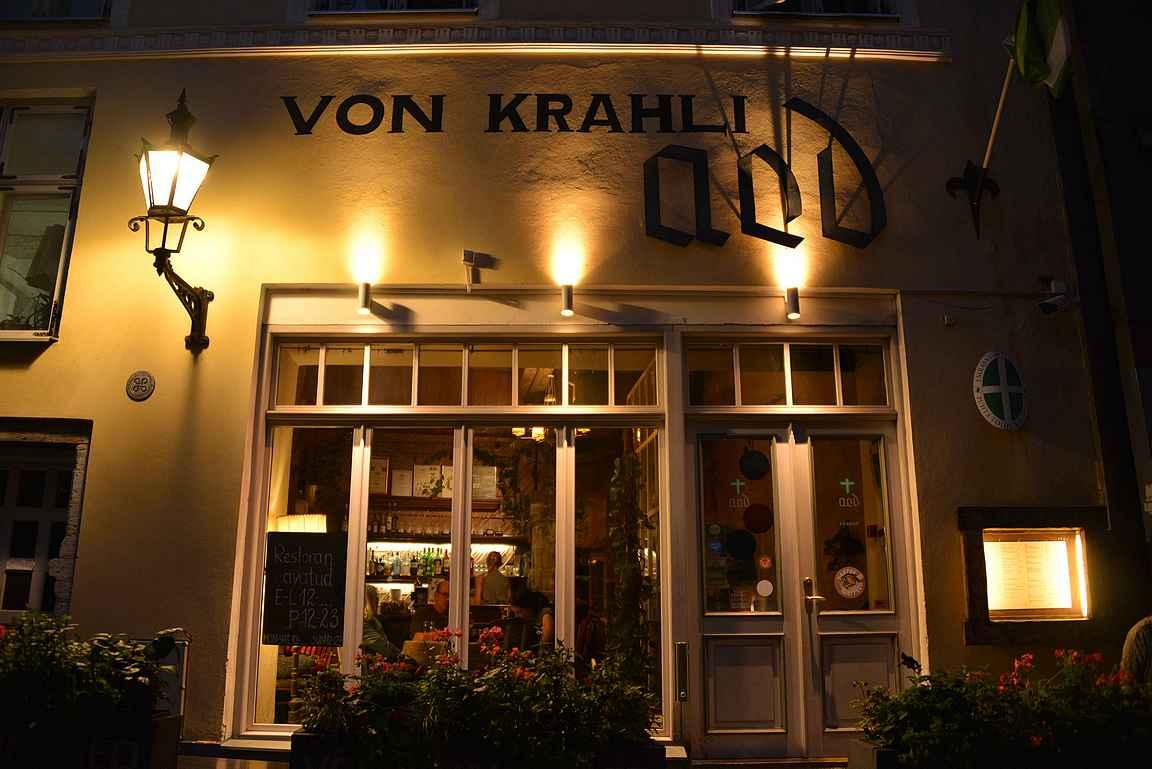 Von Krahli Aed on yksi Rataskaevu -kadun helmistä.