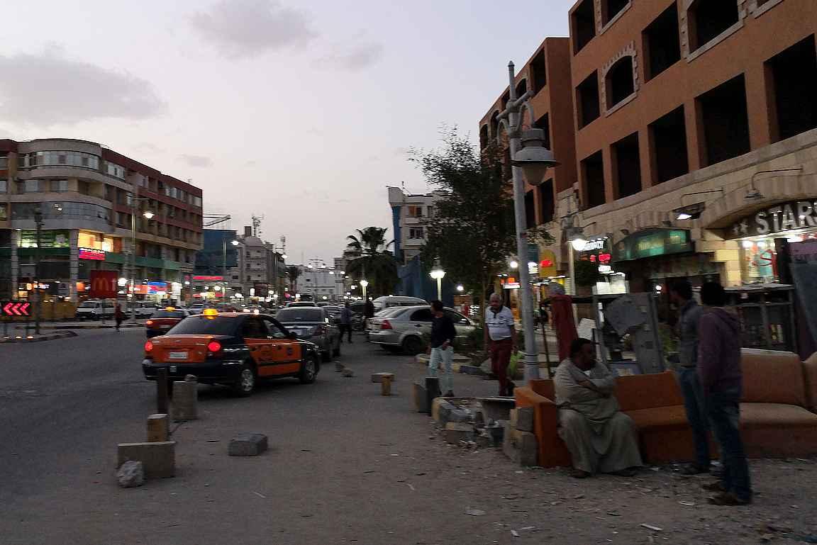 Sheraton Road eli Sakkala tarjoaa näkemyksen paikalliseen elämänmenoon Egyptissä.
