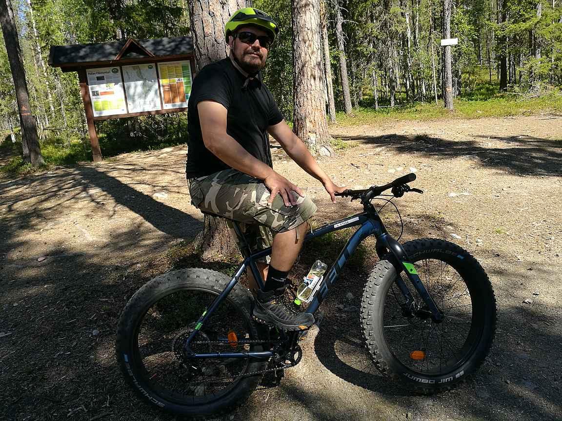 Maastopyöräilyä Pyhä-Yllästunturin kansallispuistossa Äkäslompolossa.