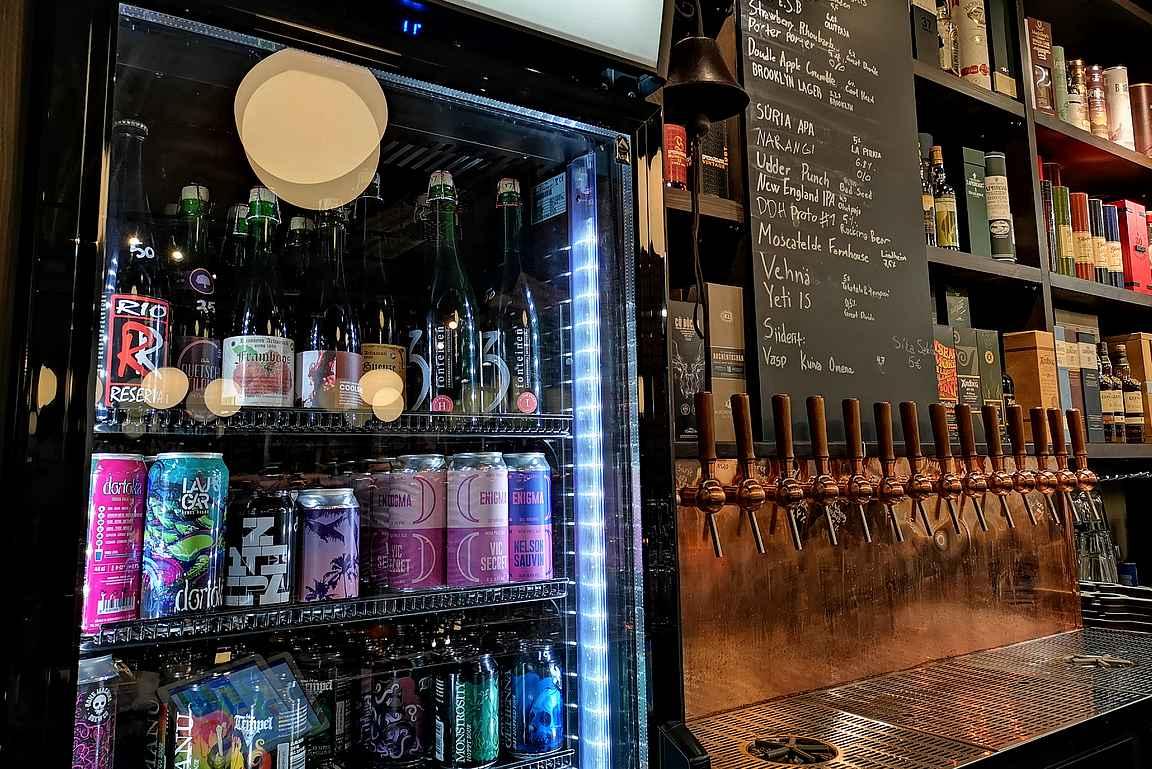 Kuten Puotilan alkuperäisessä Pikkulinnussa, on Ruttopuistossa panostettu laadukkaan olutvalikoiman lisäksi Suomen laadukkaampiin kuuluvaan viskivalikoimaan.