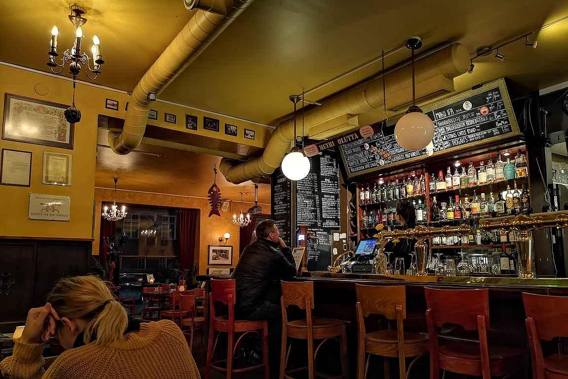 Vastarannan Kiiski on mutkaton lähiolutravintola, jonne voi mennä pelaamaan lautapelejä tai suunnittelemaan vallankumousta oluen juonnin lomassa.