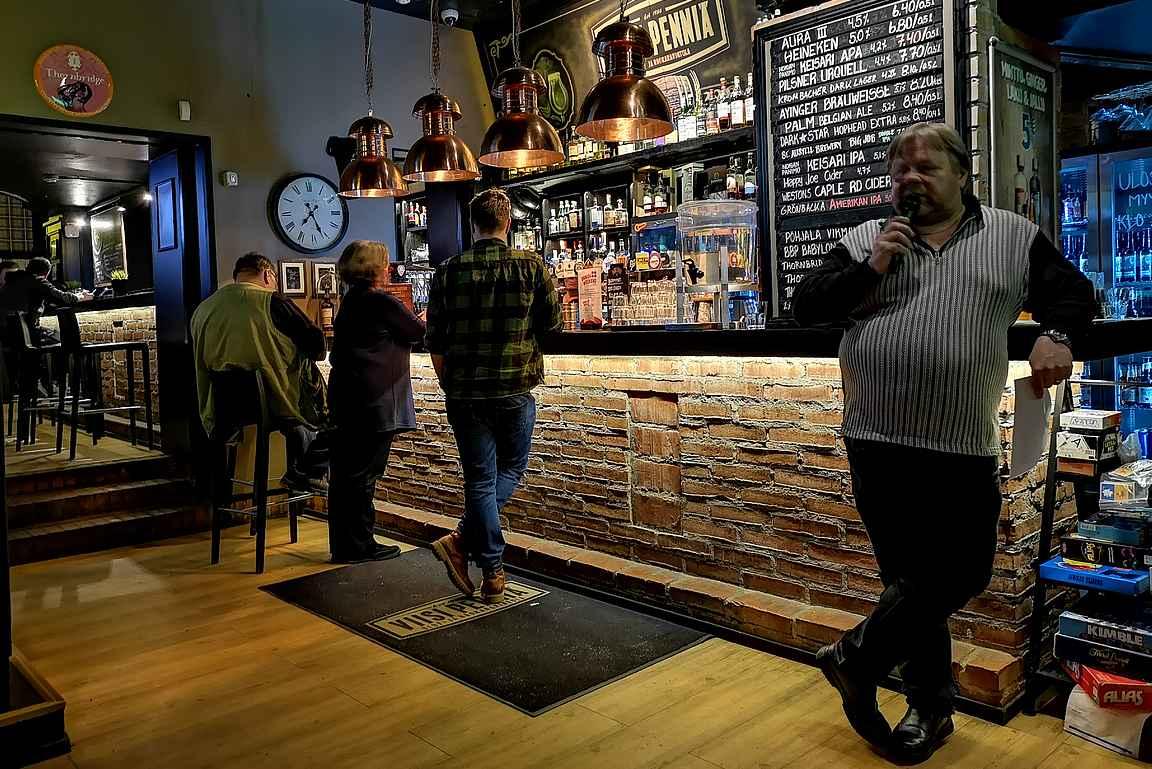 Maanantai-iltaisin kanta-asiakkaat kokoontuvat pubivisan ääreen nauttimaan muutaman oluen.
