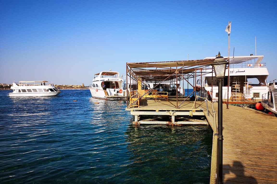 Makadi Bayn alueen yrittäjien veneretket lähtevät Makadi Bayn satamalaiturilta.