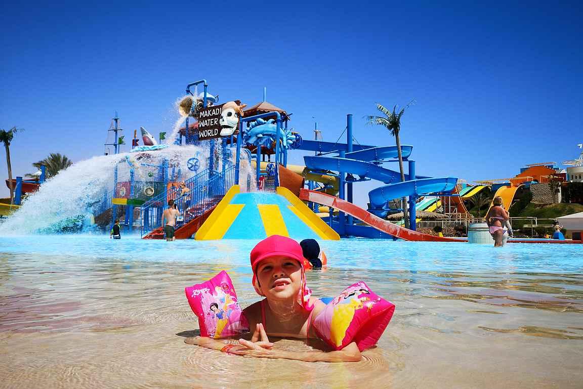 Jaz hotellien vesipuistossa oli sopivasti tekemistä eri ikäisille vesipedoille ja sisäänpääsy päivittäin kuului matkan hintaan.