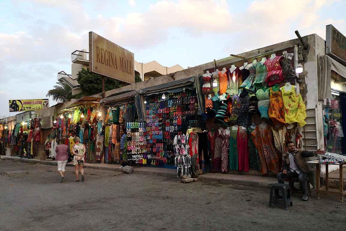 Monelle Egyptin loman ahdistavimmat kokemukset liittyvät kaupankäyntiin.