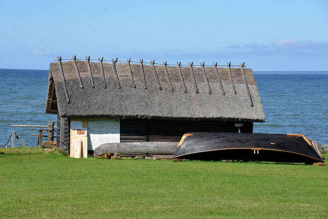 Viimsin ulkoilmamuseo Suomenlahden rannalla.