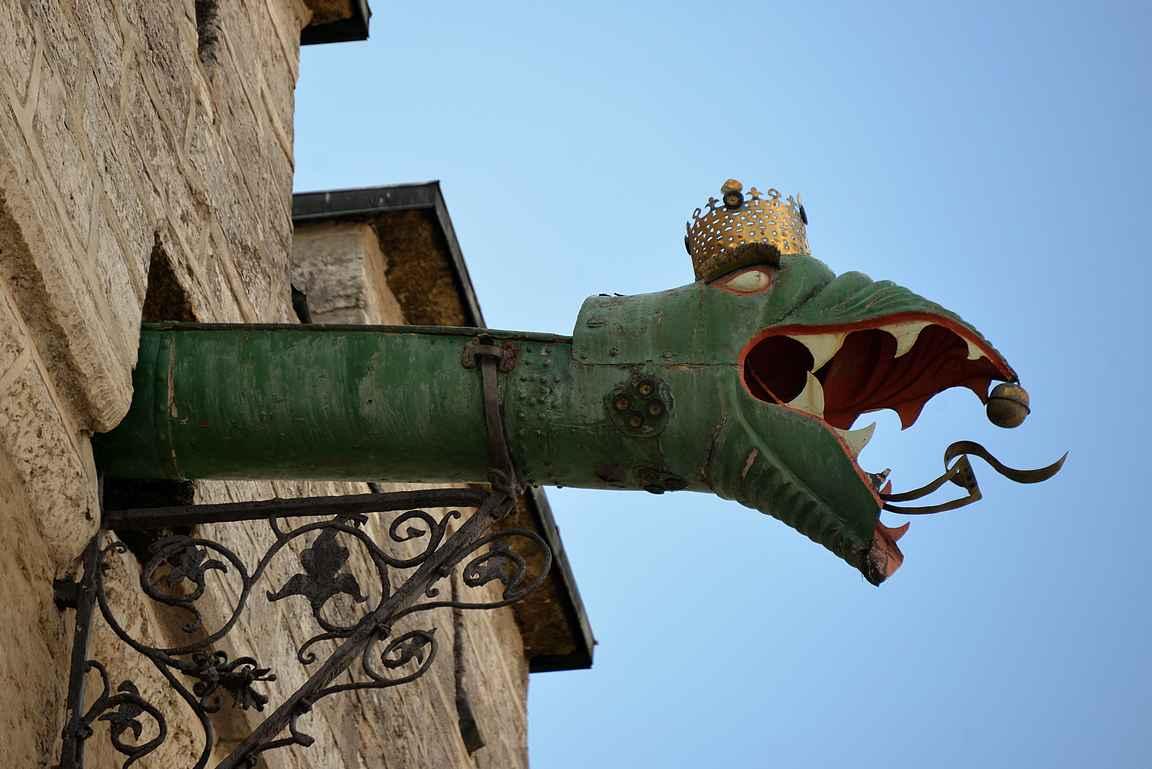 Raatihuoneen lohikäärme.