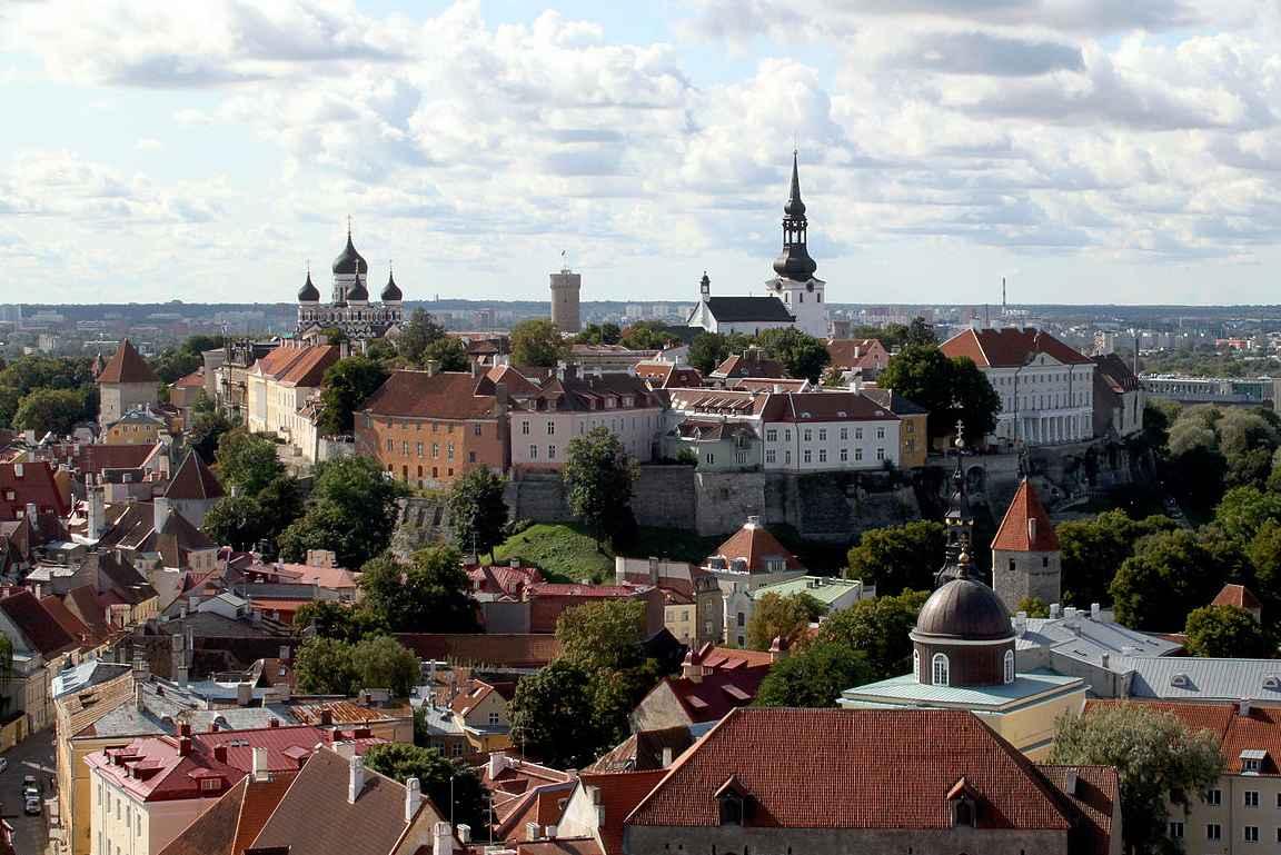 Toompea eli keskiaikaisen Tallinnan yläkaupunki.
