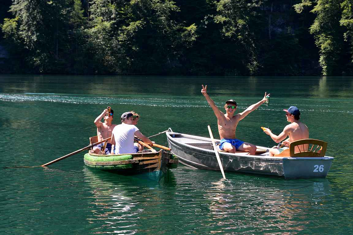 Joskin hauskinta näytti olevan kaljoitteluun keskittyneellä nuorisolla, ja mikäs on kolmenkymmenen asteen lämpötilassa vilvoitella Saksan Alppien korkeimmalla sijainneella järvellä!