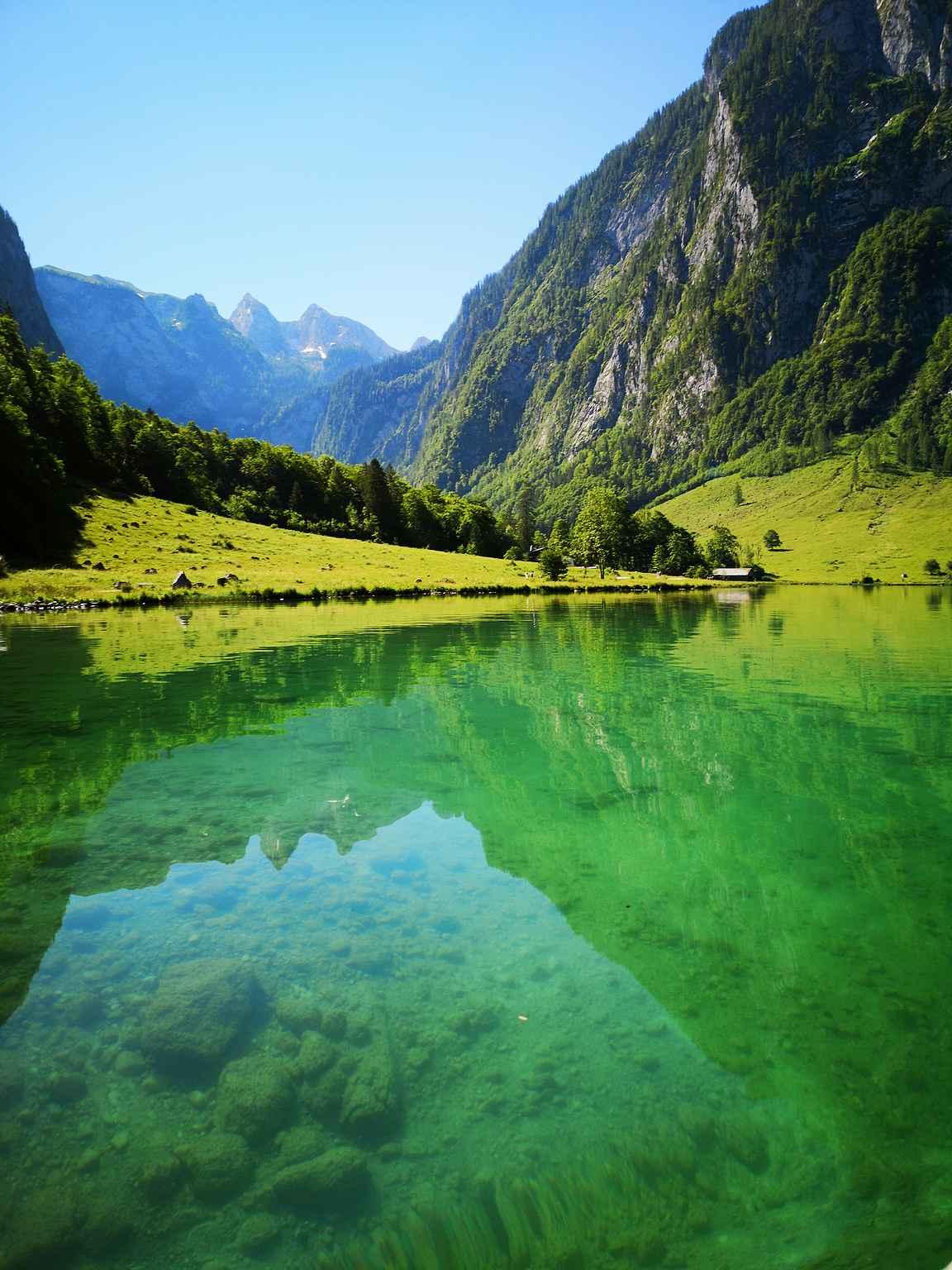 Värimaailma ja järven kirkkaus ovat ainutlaatuisia Köningssee-järvellä.