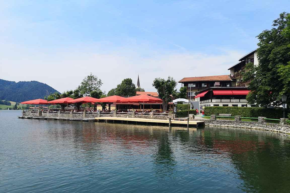 Tergernsee on yksi Saksan Alppitien lumoavan kauniista järvistä.
