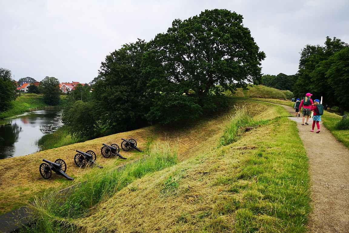 Linnoitusta suojaavia tykkejä oli yhtä monta kuin oli ollut vuonna 1849.