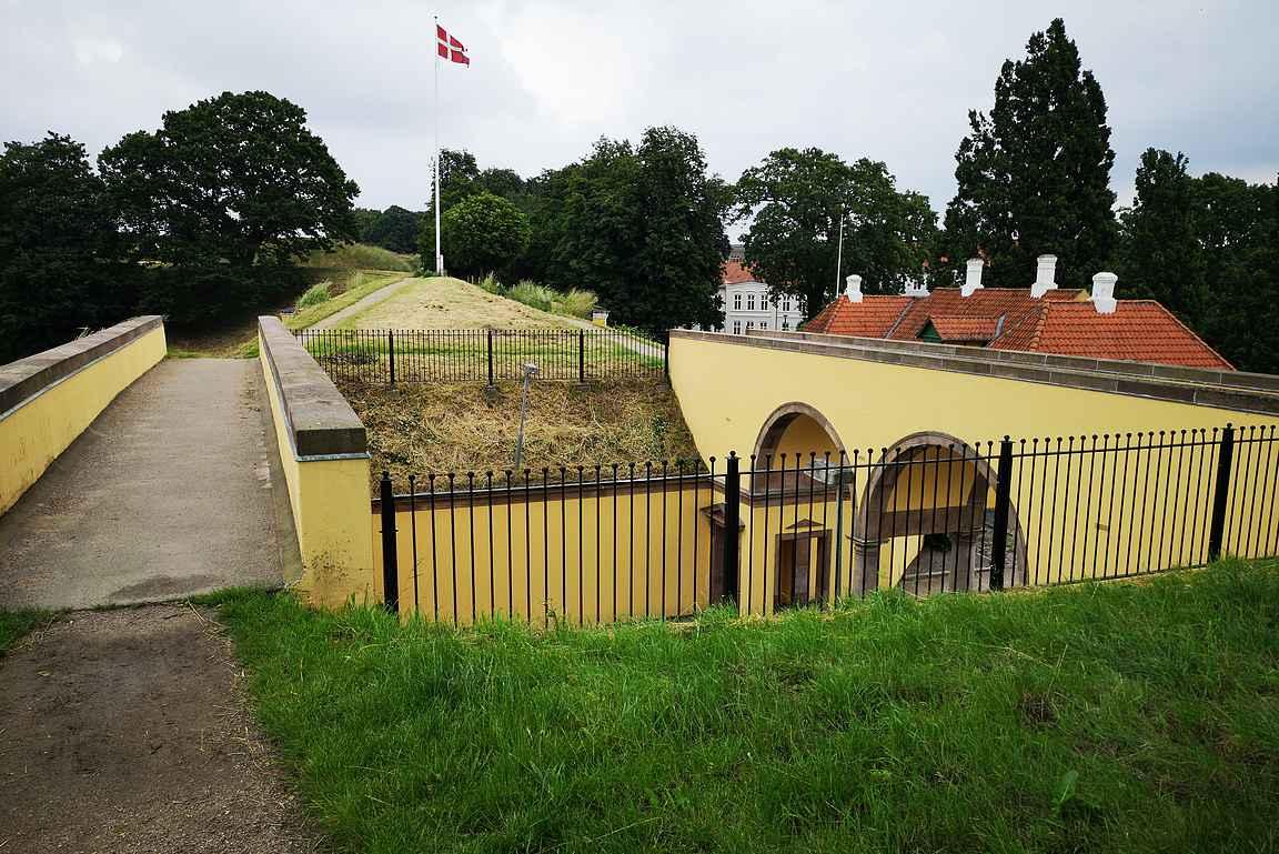 Prinssin portti piti ylittää matalana hiipien, että mahdollisten vihollisten luodit eivät osuisi.