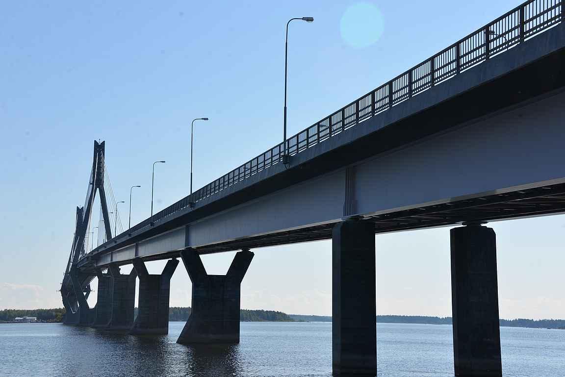 Raippaluodon silta on Suomen pisin silta.