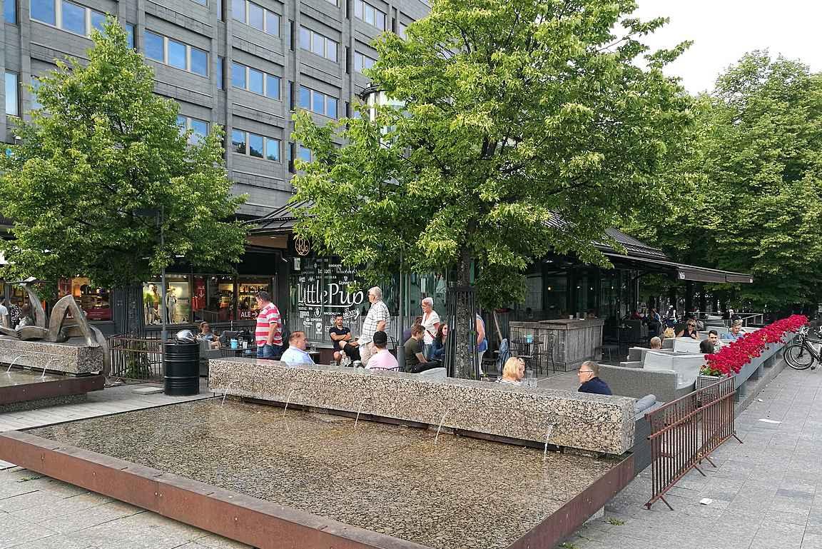 Komeassa pienessä lasirakennuksessa toimii kaupungin olutkulttuurin helmi Littlepub.