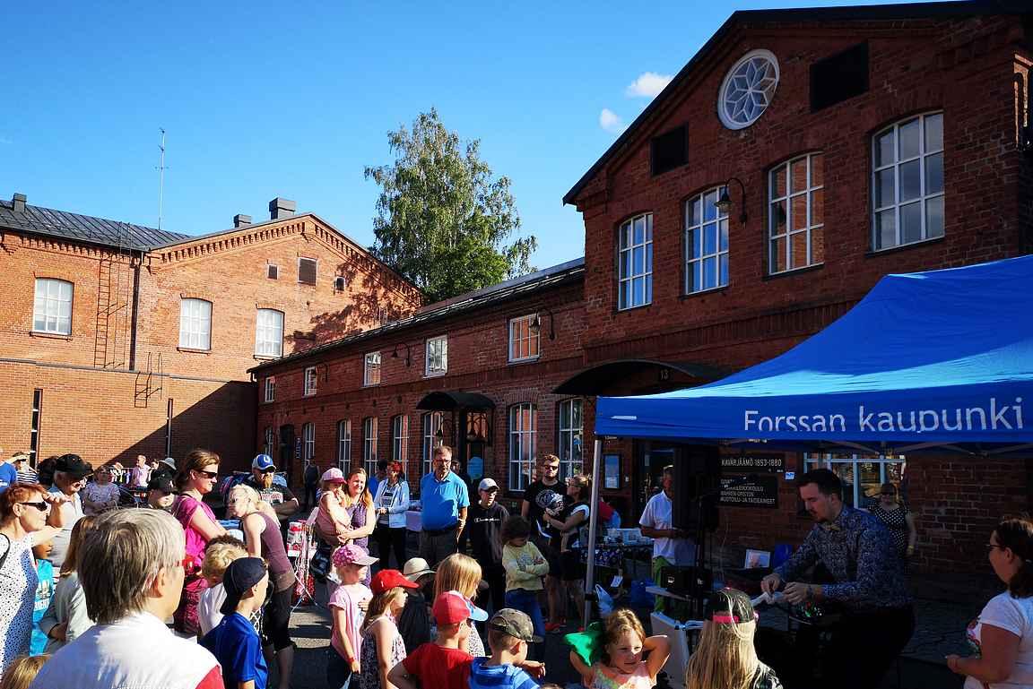 Kesätorstaisin Forssan Kehräämöalueen iltatorilla oli myös lapsille suunnattua ohjelmaa.